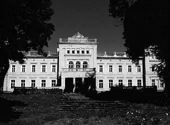 Plungės kunigaikščių Oginskių rūmai. Danutės Mukienės nuotr. 2003 m.