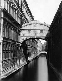 Nuotrauka iš parodos. Venecija. Atodūsių tiltas. Nežinomas fotografas. 1870–1880. LDM